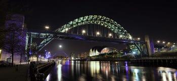 Νύχτα αποβαθρών του Νιουκάσλ Gateshead Στοκ εικόνα με δικαίωμα ελεύθερης χρήσης
