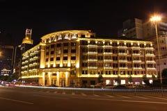Νύχτα αρχιτεκτονικής ξενοδοχείων Στοκ φωτογραφία με δικαίωμα ελεύθερης χρήσης