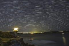 Νύχτα αστεριών φάρων Στοκ εικόνα με δικαίωμα ελεύθερης χρήσης