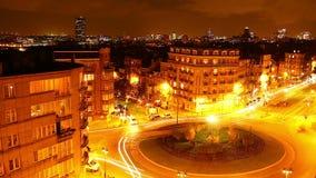 Νύχτα βραδιού επιχειρησιακών πόλεων timelapse, διασταύρωση κυκλικής κυκλοφορίας κυκλοφορίας πολυάσχολη απόθεμα βίντεο