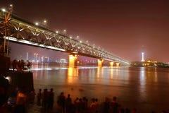 Νύχτα γεφυρών ποταμών Yangtze Wuhan Στοκ Εικόνες