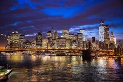 Νύχτα γεφυρών του Μπρούκλιν του Μανχάταν πόλεων της Νέας Υόρκης Στοκ φωτογραφία με δικαίωμα ελεύθερης χρήσης