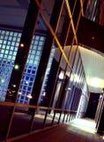 νύχτα διαδρόμων οικοδόμησ&et Στοκ φωτογραφία με δικαίωμα ελεύθερης χρήσης