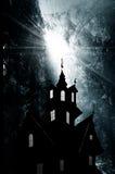 Νύχτα. Μαγικό φως στο foreat και το κάστρο διανυσματική απεικόνιση
