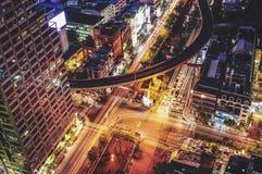 Νύχτα με την κυκλοφορία στη Μπανγκόκ Στοκ εικόνες με δικαίωμα ελεύθερης χρήσης