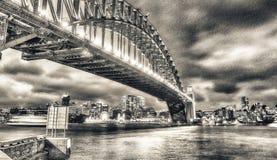 Νύχτα πέρα από τη λιμενική γέφυρα του Σίδνεϊ, Αυστραλία Στοκ φωτογραφίες με δικαίωμα ελεύθερης χρήσης