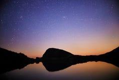 Νύχτα πέρα από τη σειρά Arkhyz, Ρωσία, Καύκασος κοιλάδων βουνών φ Στοκ εικόνα με δικαίωμα ελεύθερης χρήσης
