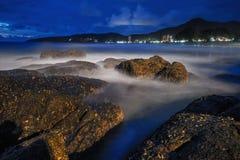 νύχτα παραλιών τροπική Phuket Ταϊλάνδη Στοκ φωτογραφία με δικαίωμα ελεύθερης χρήσης