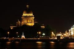 νύχτα Πετρούπολη Ρωσία Άγι&omic Στοκ φωτογραφία με δικαίωμα ελεύθερης χρήσης