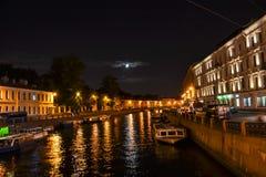 νύχτα Πετρούπολη ST Στοκ Εικόνα