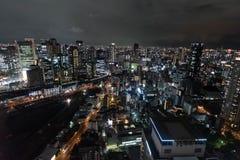 Νύχτα που πυροβολείται από τον ουρανό Umeda που χτίζει την Οζάκα στοκ εικόνες