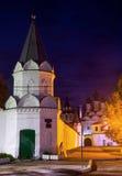 Νύχτα που πυροβολείται του ρωσικού μοναστηριού Στοκ φωτογραφία με δικαίωμα ελεύθερης χρήσης