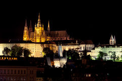 νύχτα Πράγα κάστρων Στοκ Εικόνα