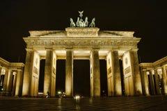 Νύχτα πυλών του Βραδεμβούργου στο Βερολίνο Στοκ Εικόνες