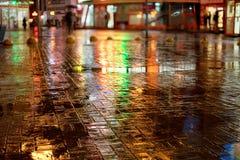 νύχτα πόλεων βροχερή Στοκ Εικόνες