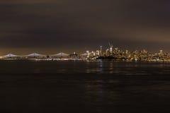 νύχτα Σαν Φρανσίσκο στοκ φωτογραφία με δικαίωμα ελεύθερης χρήσης