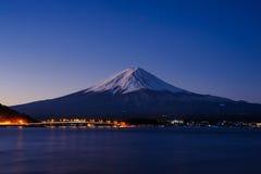 Νύχτα σε Kawaguchiko Στοκ Εικόνες