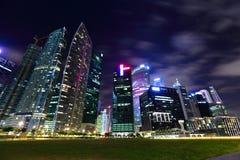 νύχτα Σινγκαπούρη εικονικής παράστασης πόλης Στοκ Εικόνα