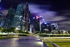 νύχτα Σινγκαπούρη εικονικής παράστασης πόλης Στοκ φωτογραφία με δικαίωμα ελεύθερης χρήσης