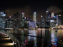 νύχτα Σινγκαπούρη εικονι&ka Στοκ φωτογραφία με δικαίωμα ελεύθερης χρήσης