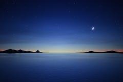 Νύχτα σιωπής με το φεγγάρι και τα αστέρια Στοκ Φωτογραφίες