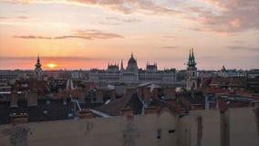 Νύχτα στην ημέρα timelapse του ορίζοντα πόλεων της Βουδαπέστης με το κτήριο του Κοινοβουλίου άποψης στην πόλη της Βουδαπέστης, Ου φιλμ μικρού μήκους