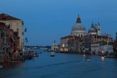 Νύχτα στην πόλη της Βενετίας Στοκ Εικόνες