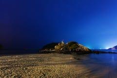 Νύχτα στην τροπική παραλία. Phuket. Ταϊλάνδη Στοκ Φωτογραφίες