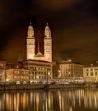 Νύχτα στη Ζυρίχη, Ελβετία Στοκ εικόνες με δικαίωμα ελεύθερης χρήσης