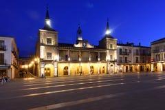 Νύχτα στο κύριο τετράγωνο της EL Burgo de Osma, στοκ εικόνα