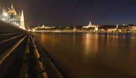 νύχτα της Βουδαπέστης Δούναβης Στοκ Εικόνες