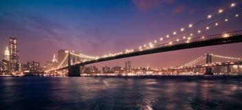Νύχτα της Νέας Υόρκης, γέφυρα του Μπρούκλιν Στοκ Φωτογραφίες