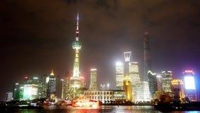 Νύχτα της Σαγκάη χρονικού σφάλματος, οικονομική πλήμνη Lujiazui, πολυάσχολη ναυτιλία ποταμών Huangpu απόθεμα βίντεο