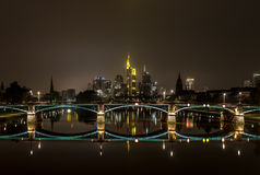 νύχτα της Φρανκφούρτης στοκ εικόνες
