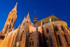 νύχτα του Matthias εκκλησιών της Βουδαπέστης Στοκ Φωτογραφία