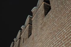Νύχτα Τούλα Ο τοίχος του Κρεμλίνου με battlements ενάντια στον ουρανό Στοκ Εικόνες