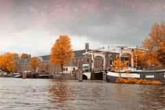 Νύχτα φθινοπώρου του Άμστερνταμ Στοκ εικόνα με δικαίωμα ελεύθερης χρήσης