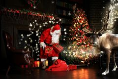 Νύχτα Χριστουγέννων, Άγιος Βασίλης στοκ φωτογραφία με δικαίωμα ελεύθερης χρήσης