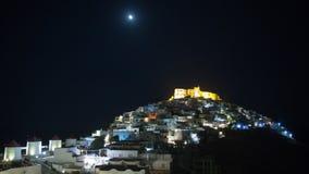 Νύχτα χρονικού σφάλματος στην ημέρα στο Chora του νησιού Astypalea απόθεμα βίντεο