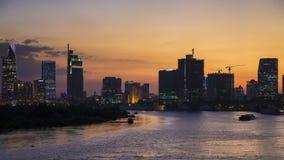Νύχτα χρονικού σφάλματος στη πόλη Χο Τσι Μινχ (κυβέρνηση της Νιγηρίας Sai) veiw από τη γέφυρα Thu Thiem απόθεμα βίντεο