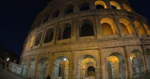 Νύχτα Coliseum ως διάσημη θέα της Ρώμης απόθεμα βίντεο