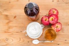 Ξίδι μηλίτη της Apple και συνδυασμός σόδας ψησίματος για όξινο reflux Στοκ φωτογραφίες με δικαίωμα ελεύθερης χρήσης