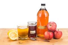 Ξίδι μηλίτη της Apple με το μέλι και το λεμόνι, τις φυσικά θεραπείες και το γ Στοκ Φωτογραφία