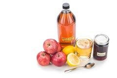 Ξίδι μηλίτη της Apple με το μέλι και το λεμόνι, τις φυσικά θεραπείες και το γ Στοκ Εικόνες