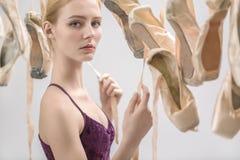 Ξανθά ballerina και pointe παπούτσια Στοκ φωτογραφίες με δικαίωμα ελεύθερης χρήσης