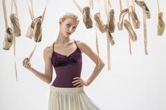 Ξανθά ballerina και pointe παπούτσια Στοκ Φωτογραφία