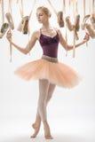 Ξανθά ballerina και pointe παπούτσια Στοκ εικόνες με δικαίωμα ελεύθερης χρήσης