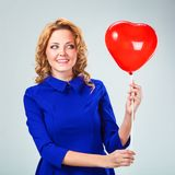 Ξανθά ballons εκμετάλλευσης γυναικών Στοκ Εικόνες