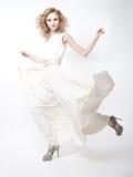 ξανθές ευτυχείς γυναικείες πολυτελείς πρότυπες νεολαίες μόδας στοκ εικόνες με δικαίωμα ελεύθερης χρήσης