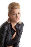 ξανθές νεολαίες γυναικών πορτρέτου δέρματος σακακιών Στοκ φωτογραφία με δικαίωμα ελεύθερης χρήσης